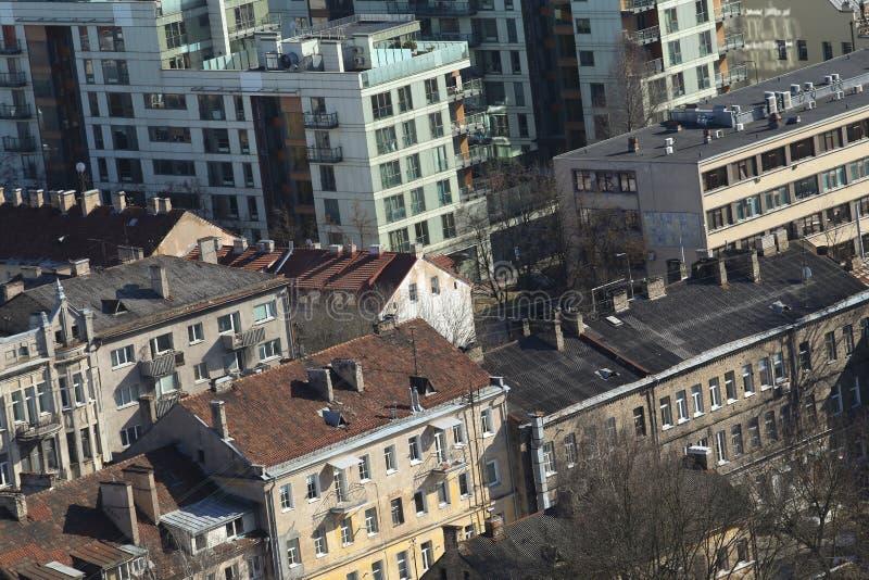 屋顶oldtown和downlown地平线视图在维尔纽斯Lithuan 图库摄影