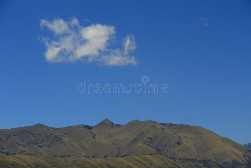 山、天空和云彩 库存图片