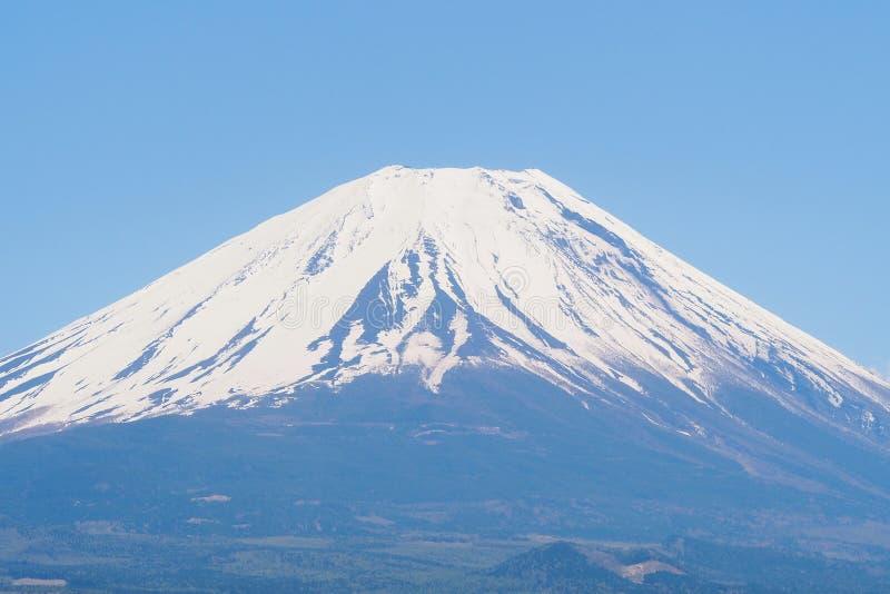 山与好的清楚的蓝天的富士特写镜头 免版税库存图片