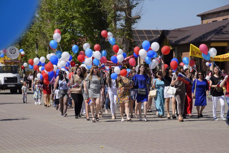 山东医学院的学生队伍  庆祝天5月一日,春天和工作 劳动节游行 库存照片
