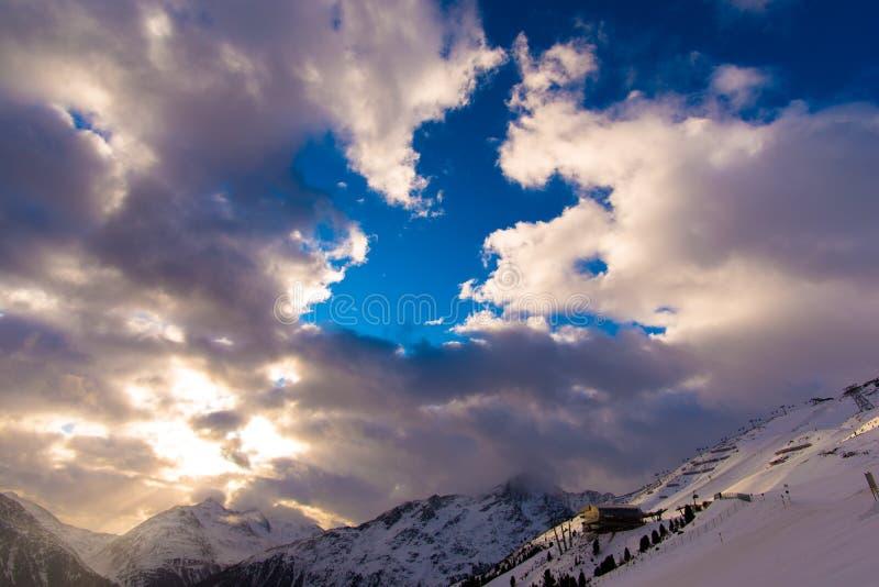 山云彩和天空 免版税库存照片