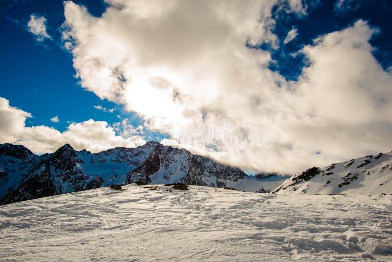 山云彩和天空 免版税库存图片