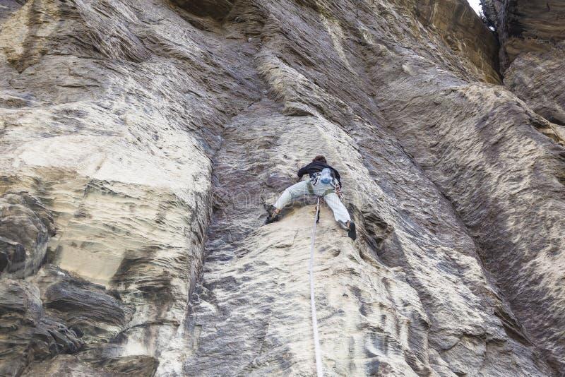 登山人上升 免版税库存照片