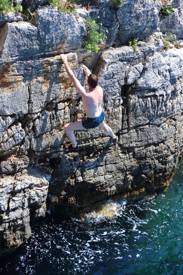 登山人和海 免版税库存照片