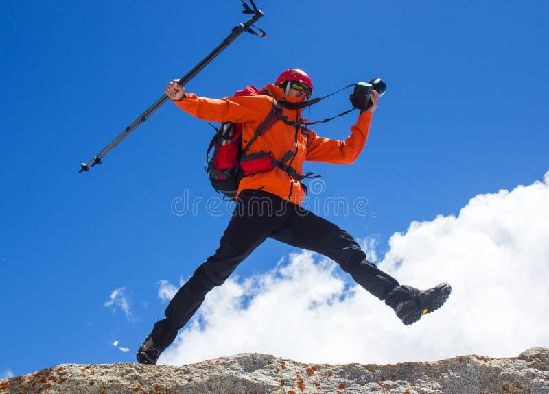 登山人跳 图库摄影