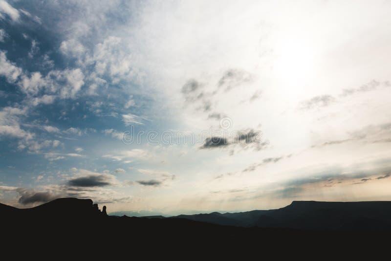 山使旅行鸟瞰图平静的风景狂放的晚上自然安静田园诗场面环境美化 库存图片