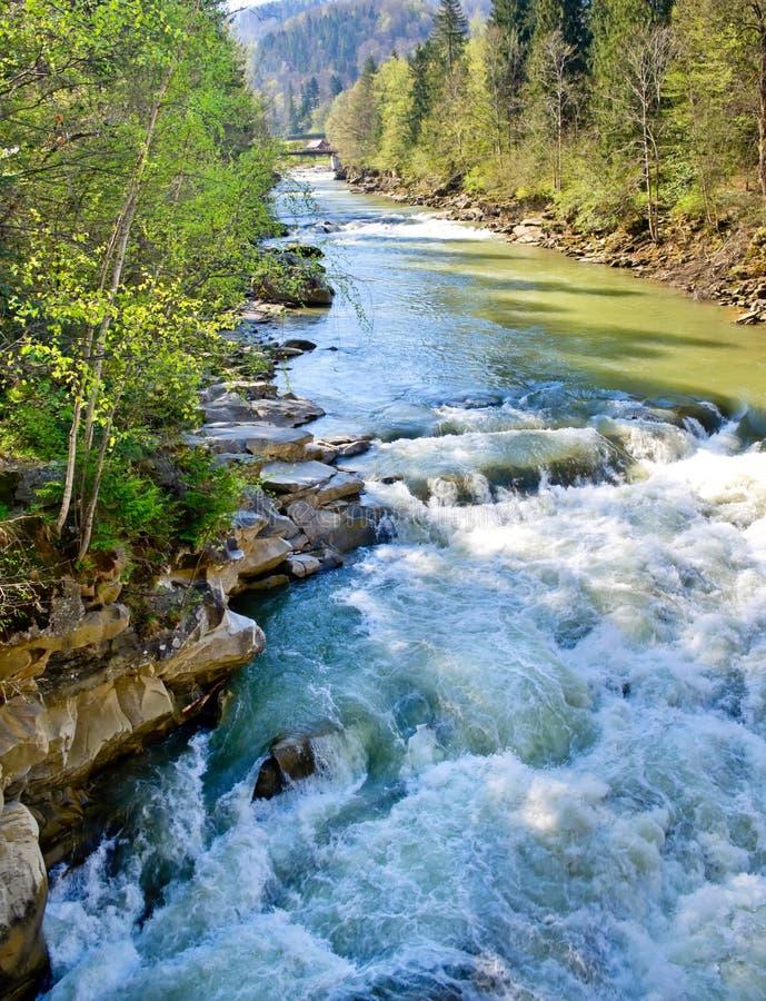 山动荡河的春天 库存图片