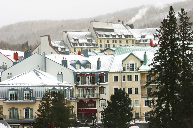 山区度假村滑雪 图库摄影