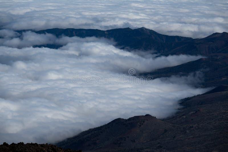 山和云彩从泰德峰火山上面  图库摄影