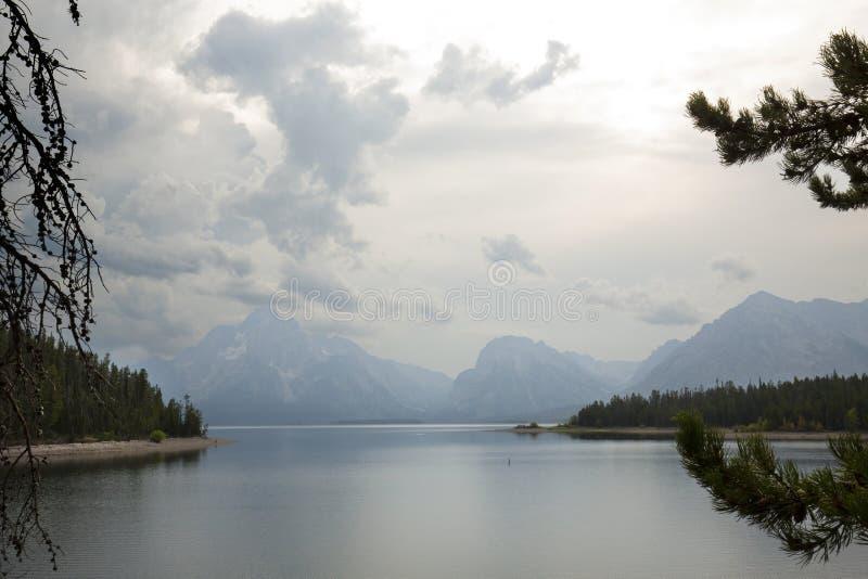 山和云彩在Jackson湖, Teton国家公园, Wyo 免版税库存照片