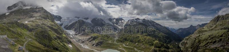山和云彩 库存图片