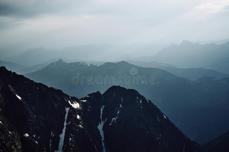 山和夏慕尼雪峰顶  库存照片
