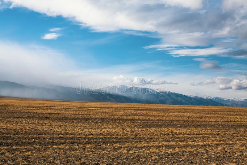山和干草原的风景在瓦剌 自然 库存照片