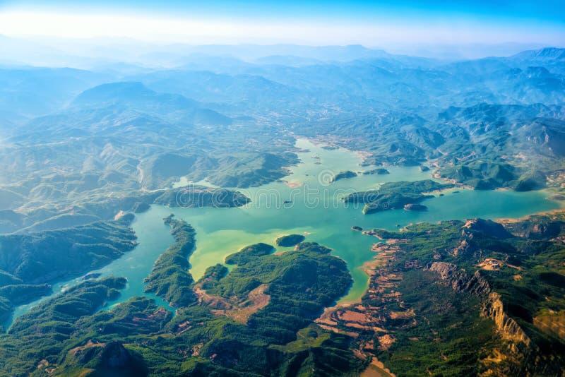 山和湖看法从上流 图库摄影