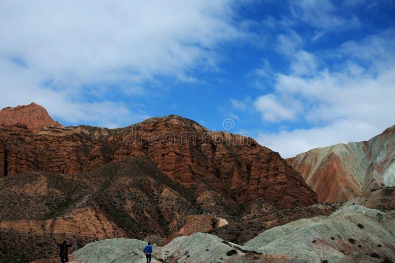 山和蓝天自然视图  库存照片
