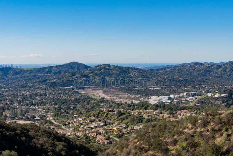 山和Altadena地区的鸟瞰图 免版税库存图片