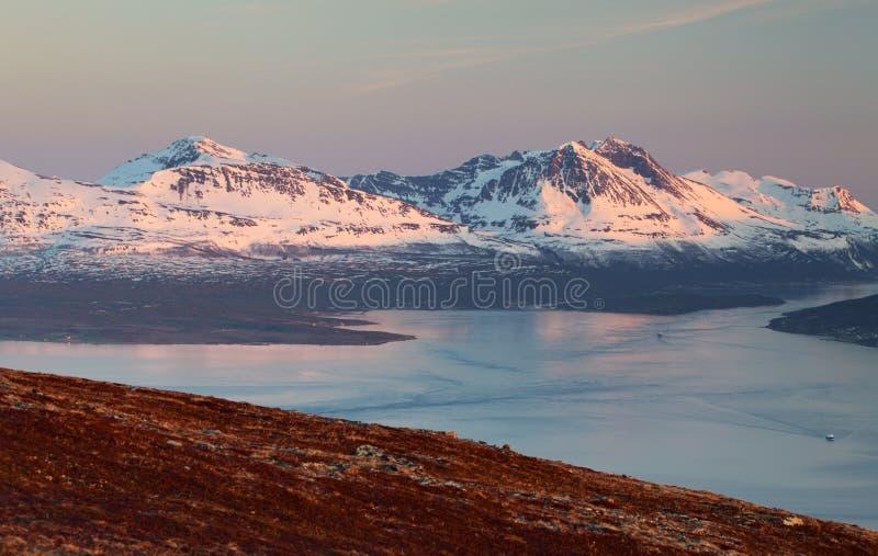 山在冬天在挪威,特罗姆瑟 库存图片