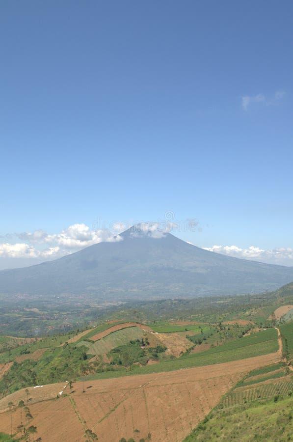 山在加鲁特印度尼西亚 免版税库存照片