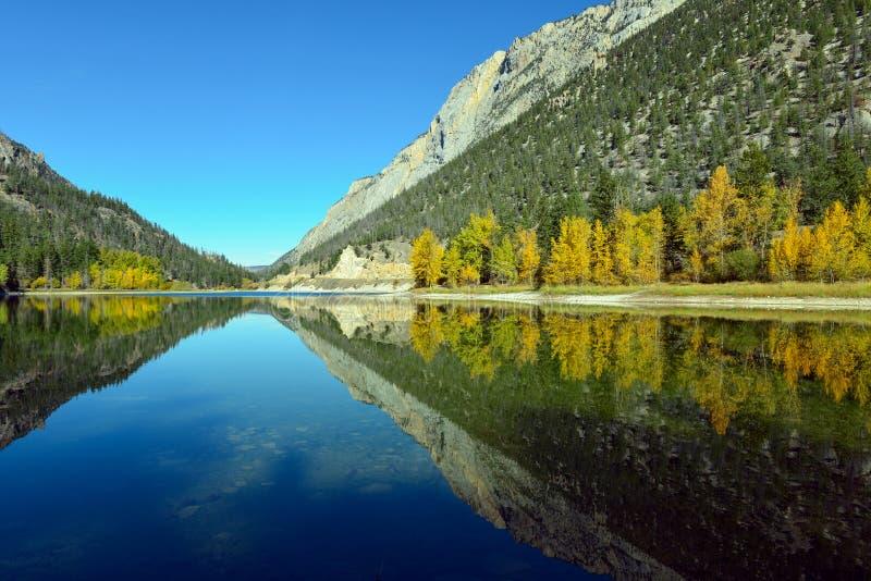 Download 山在大理石峡谷省Pa的Crown湖反射了 库存图片. 图片 包括有 农村, 哥伦比亚, 天空, 本质, britney - 62525043