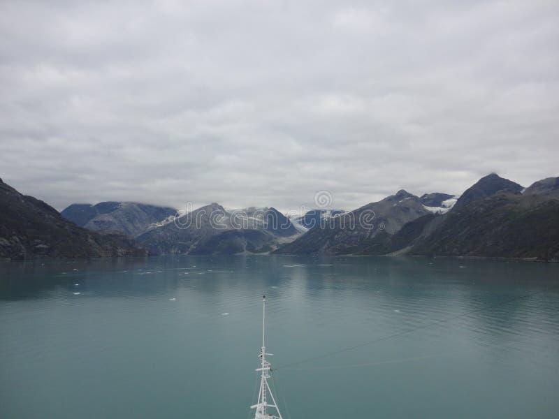 山在太平洋的被填装的天际 在段落里面的阿拉斯加 图库摄影