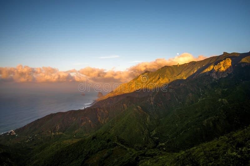 山在特内里费岛海岛上的Anaga公园 库存图片