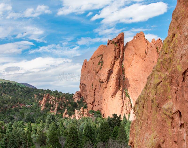 山在神科罗拉多的庭院里 免版税库存照片