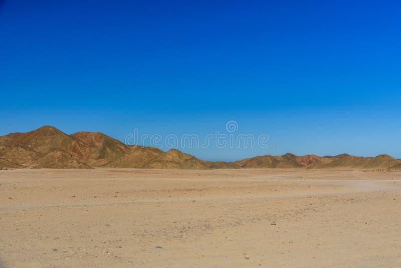 山在离洪加达市不远的阿拉伯沙漠,埃及 免版税库存图片