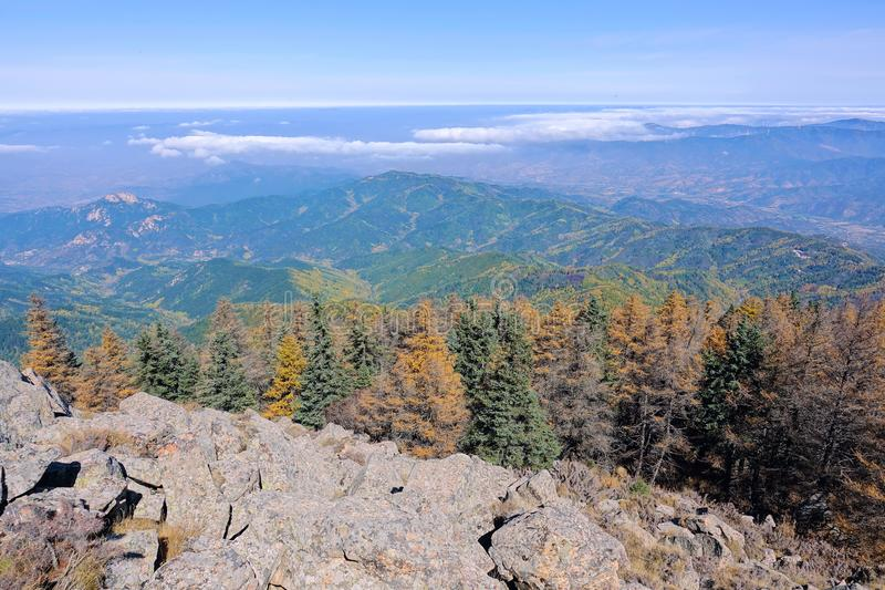 山在秋天 库存图片