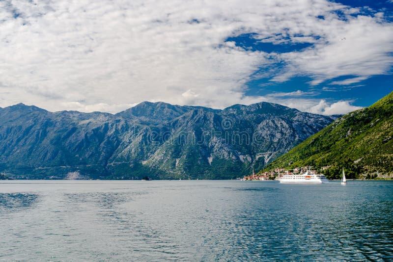 山在科托尔湾 免版税库存图片