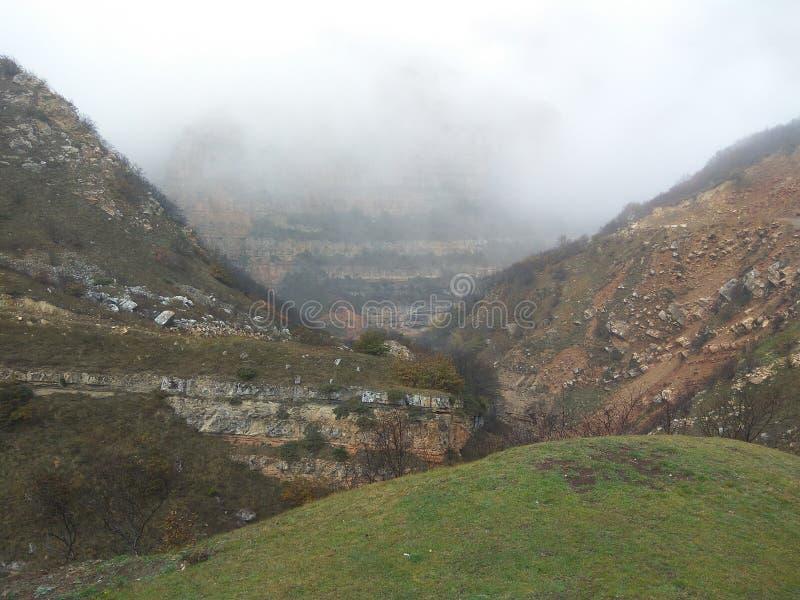 山在阿塞拜疆, khinalig 免版税库存照片