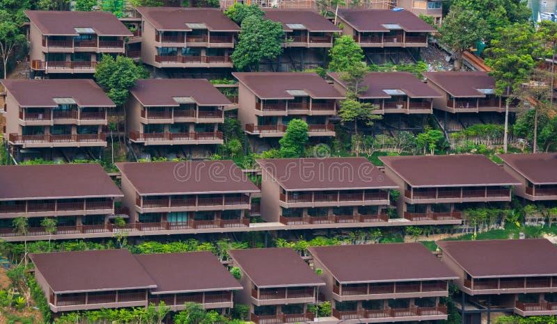 山坡的旅馆房子 免版税库存照片