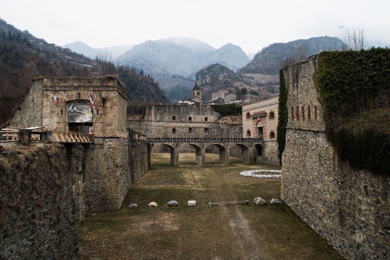 山堡垒在阿尔卑斯 库存图片