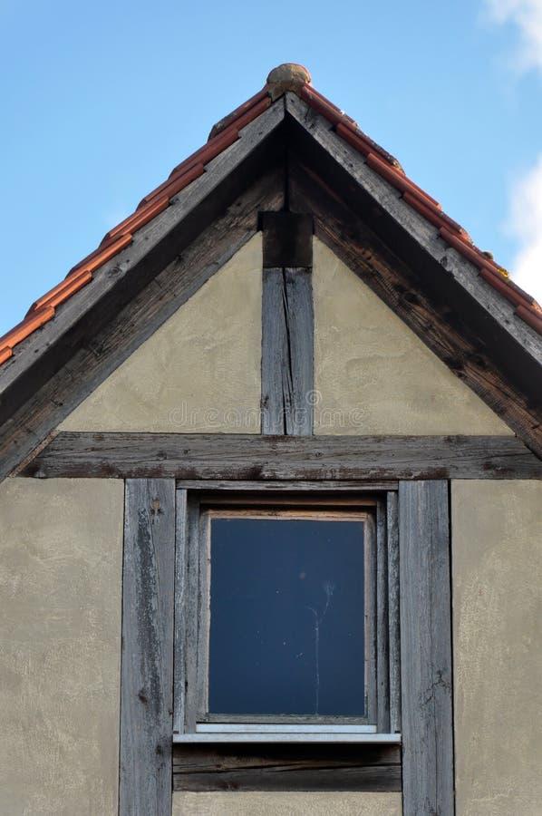 山墙用木材建造的房子老 库存图片