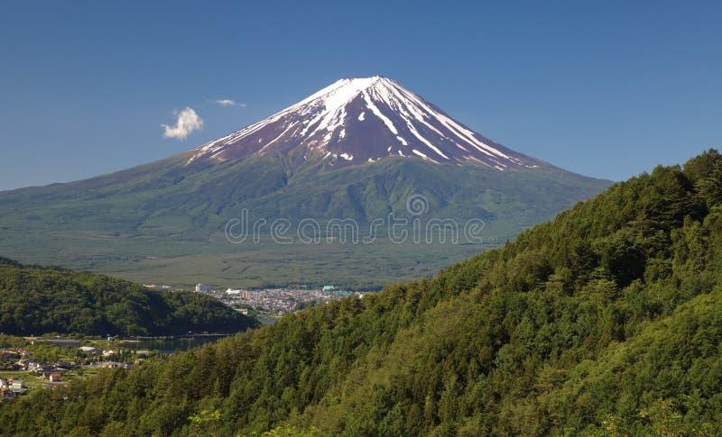 山富士和藤吉镇 免版税库存图片