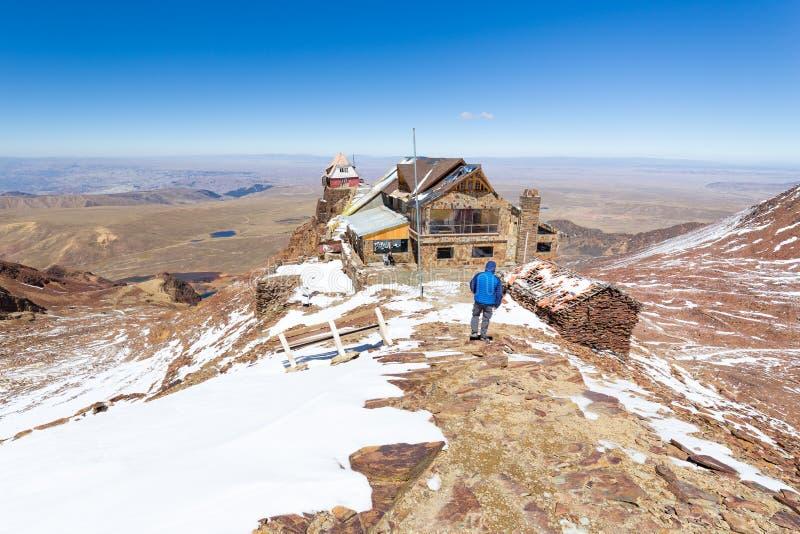 Download 山小屋边缘观察,玻利维亚 库存图片. 图片 包括有 流星锤, 迁徙, 下降, 旅行, 布琼布拉, 旅馆, 观察 - 72370885