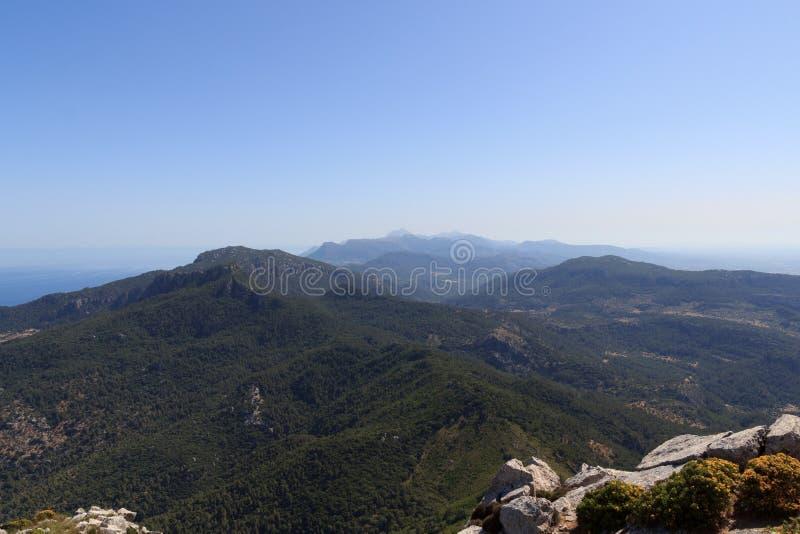 从山德普伊赫de Galatzo峰顶的全景在马略卡 免版税库存照片