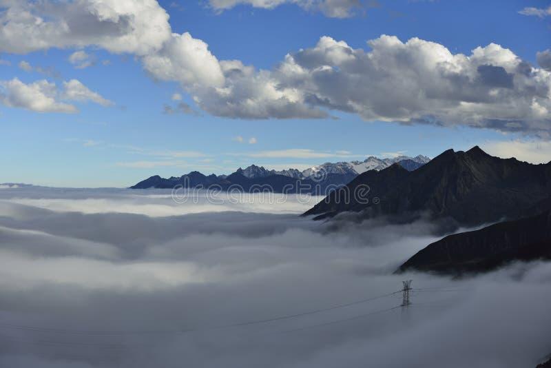 山折多山云彩海  库存图片