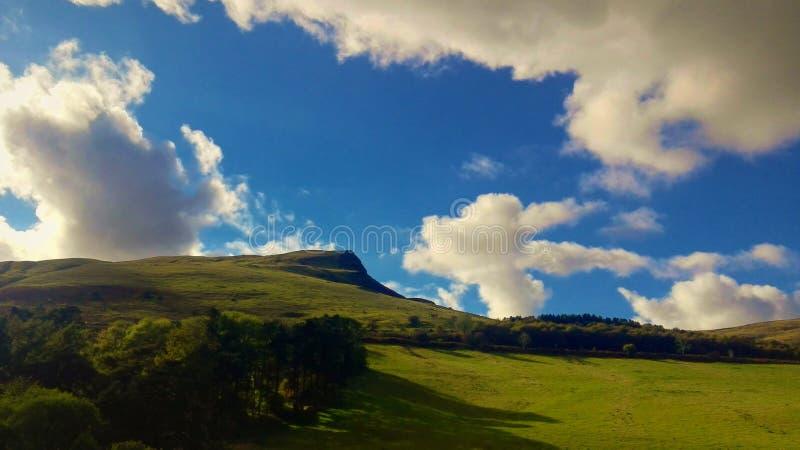 山景在一个晴天 免版税图库摄影