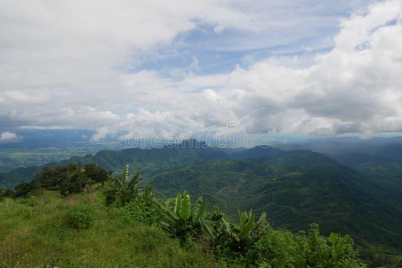 山景在白天 免版税图库摄影