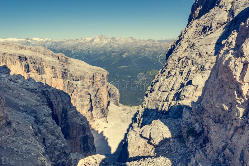 山景通过一条羊肠小道 免版税库存图片