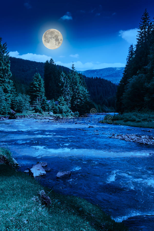 山河在晚上 免版税库存图片