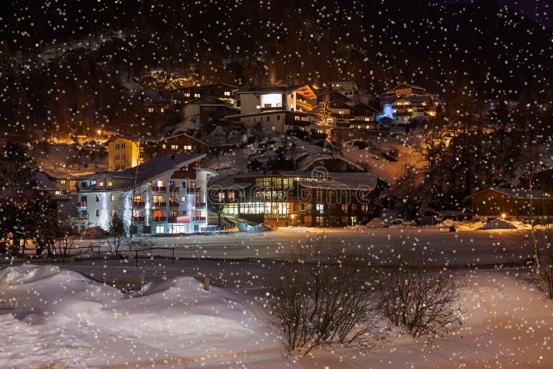 山滑雪胜地Solden奥地利在晚上 库存照片