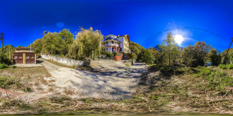 山的便宜的旅馆在索契 Krasnaya Polyana 库存图片