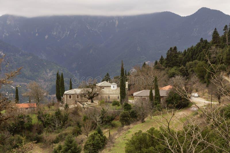 山的偏僻的修道院 免版税库存照片