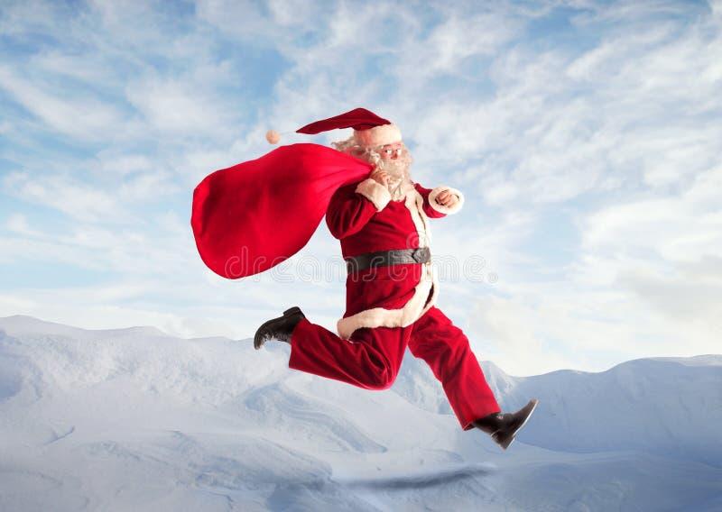 山的圣诞老人 库存照片