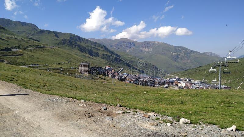 山的城市 库存图片
