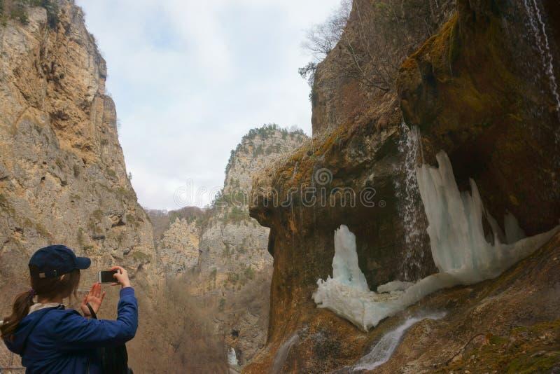 山的妇女 库存照片