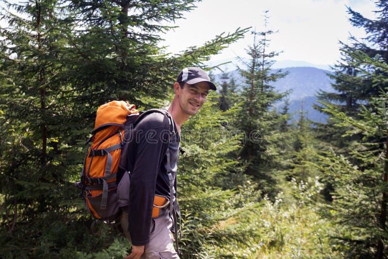 山的徒步旅行者 免版税库存照片