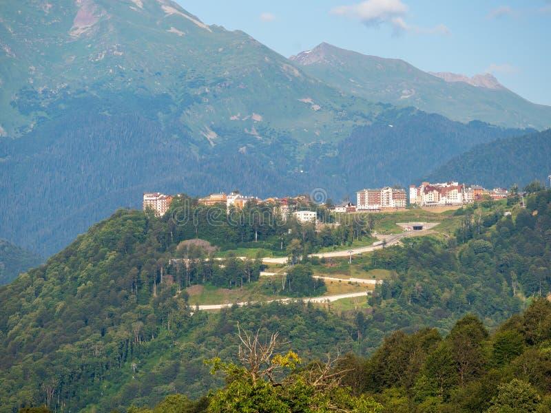 山的旅馆在绿色森林Krasnaya Polyana,索契,俄罗斯中 库存照片