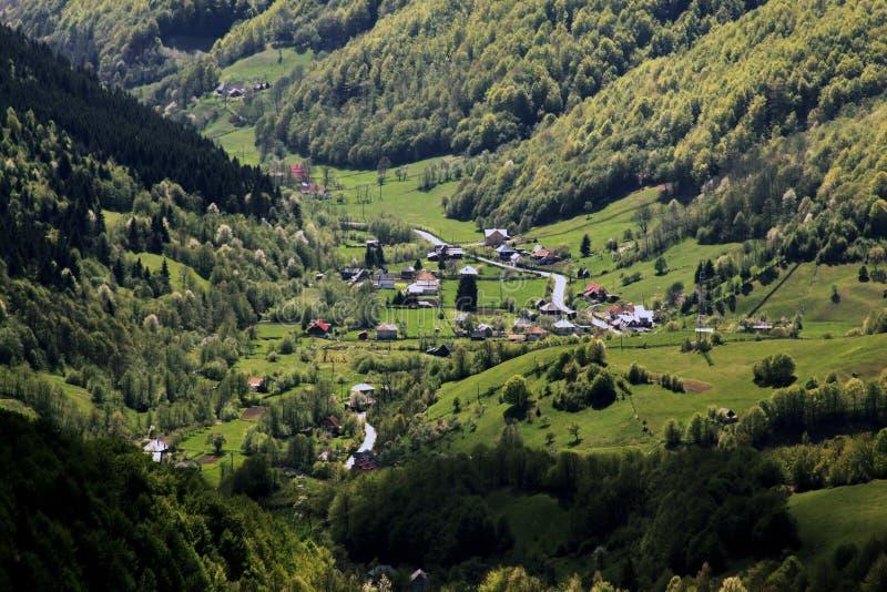 山的村庄在特兰西瓦尼亚 免版税库存图片